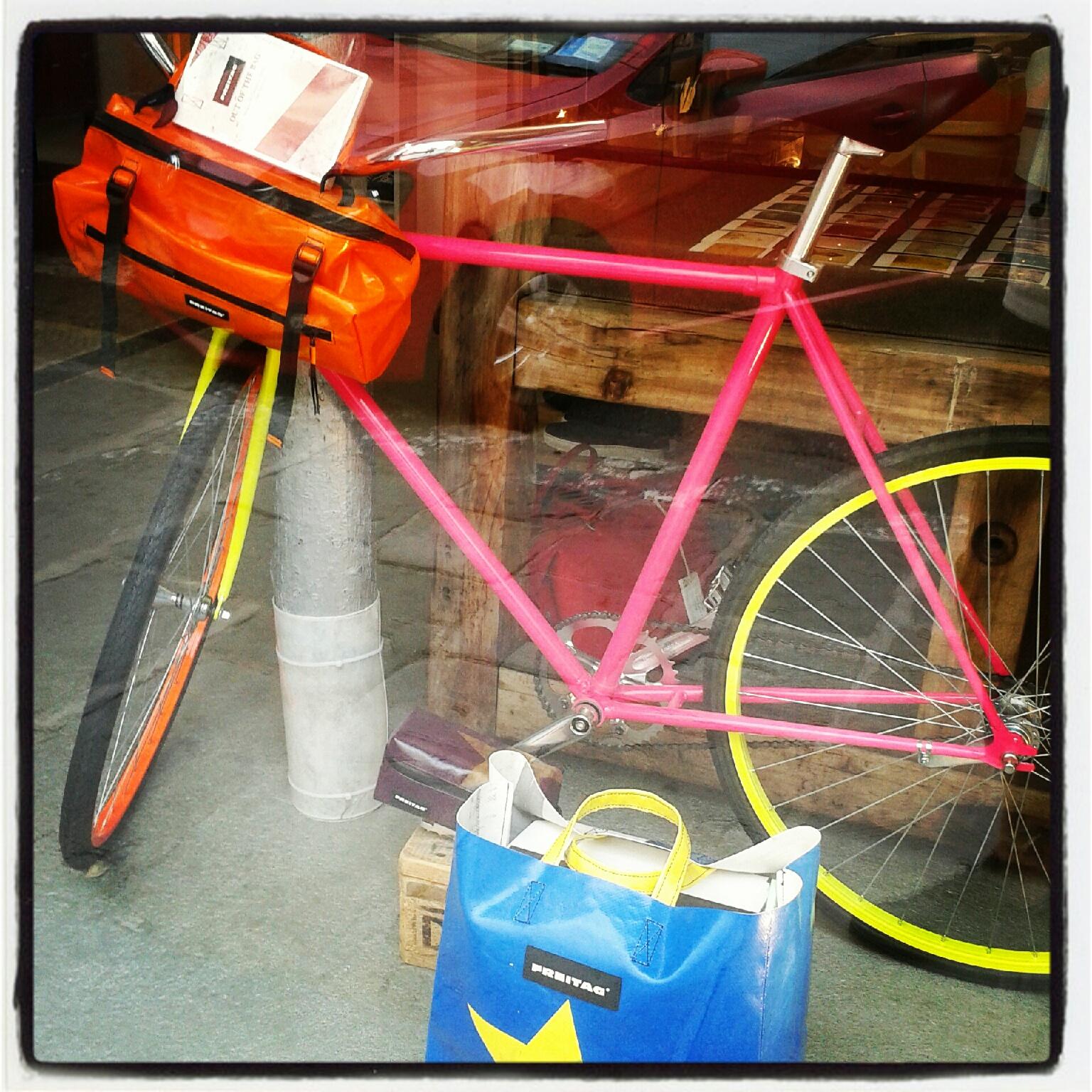 Triste ed inutile come una bici in vetrina schiava della moda