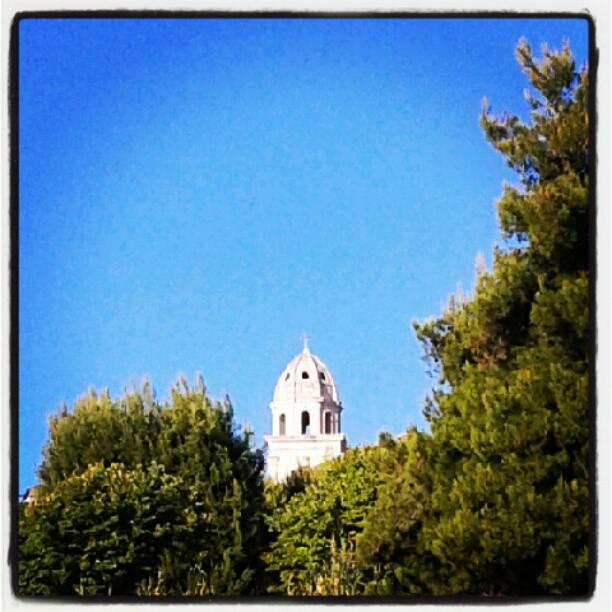 """Il campanile """"con i buchi"""" su sfondo #bleuciel"""