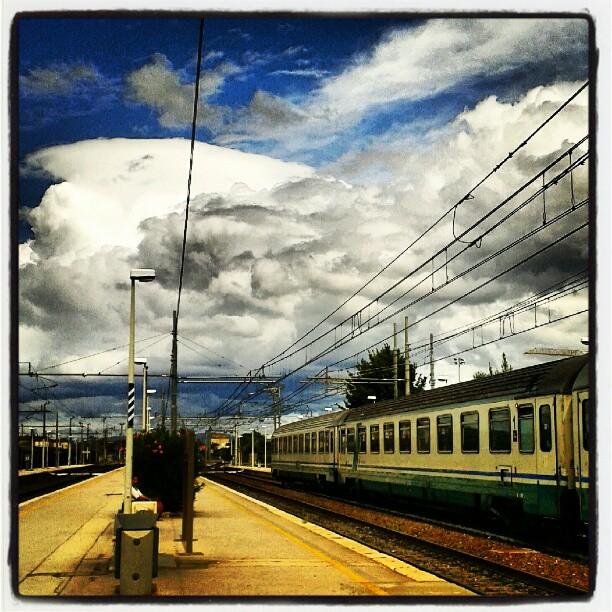 Nuvole rapide e treni in ritardo #vitapendolare