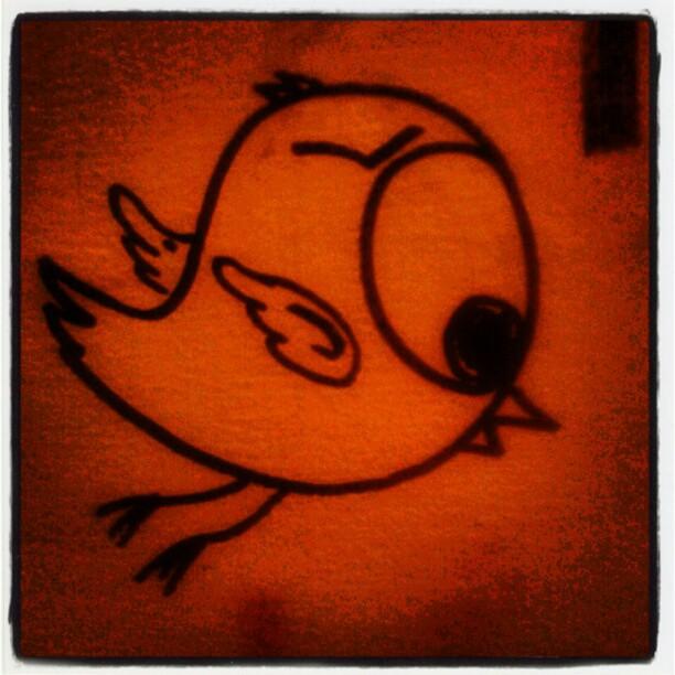 Twitter' s bird is falling down... Falling down... Falling down... #streetart