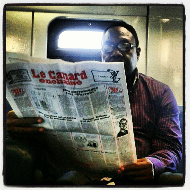 Letture non convenzionali su treni locali #vitapendolare #ritratto