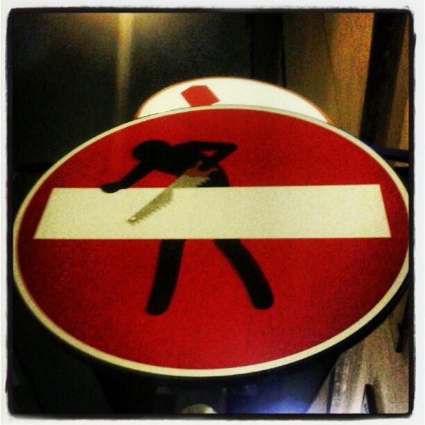 Dare un taglio ai divieti #buonipropositi #streetart